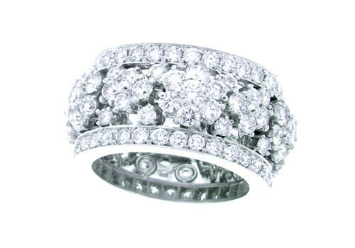 Diamond Flower Ring 5.85 Carats Total Weight set in Platinum.