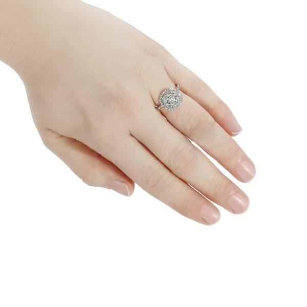 Diamond 2.05 Carats Engagement Ring Set in Platinum
