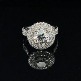 Diamond 2.64 Carats Engagement Ring Set in Platinum